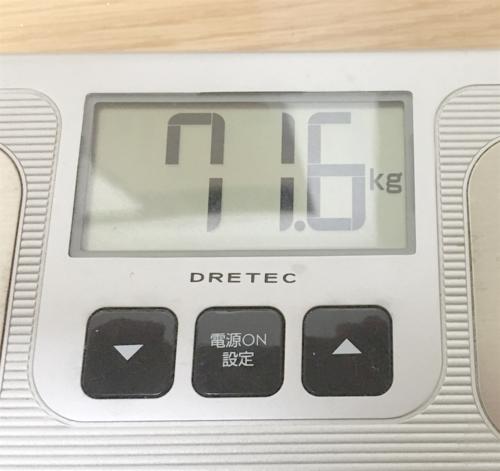 ダイエット前の体重計