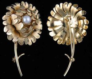 繊細なハンドメイドの真珠のブローチ・12Kゴールドフィル