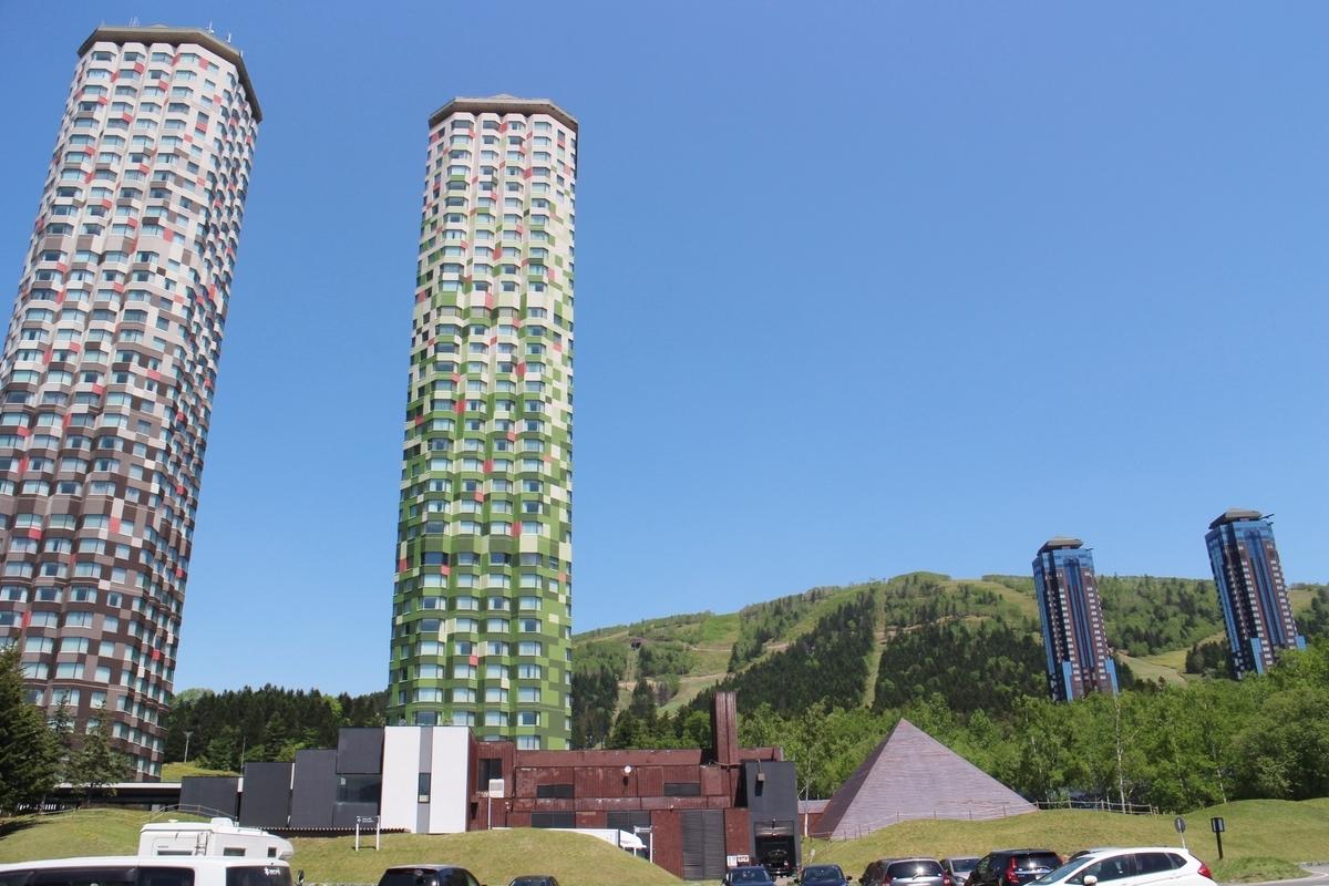 f:id:soboku-kobe:20190531201131j:plain:alt=星野リゾートトマム・ザ・タワーの外観