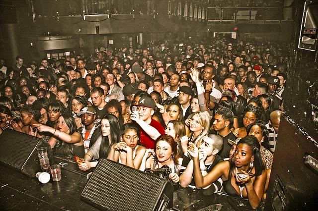 ライブハウスの群衆