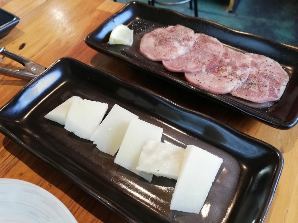 ジンギスバルまーさんのタンとペコリーノチーズ