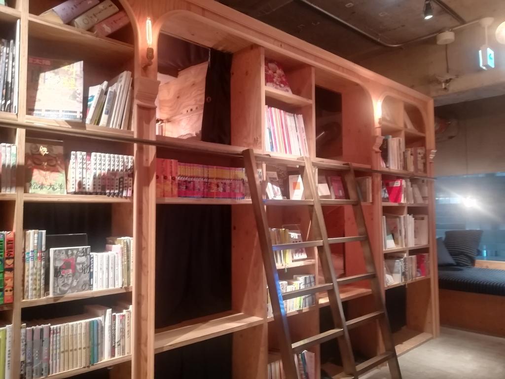BOOK AND BED TOKYO池袋本店の本棚