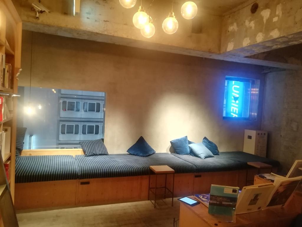 BOOK AND BED TOKYO池袋本店のソファ②
