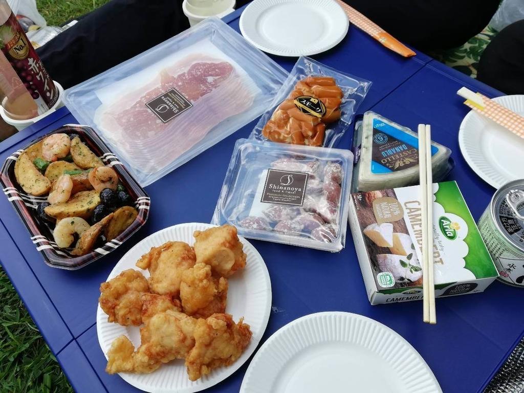 公園で食べるご飯