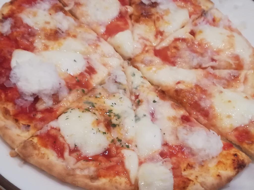 サイゼリヤのアレンジメニュー「トリプルチーズピザ」