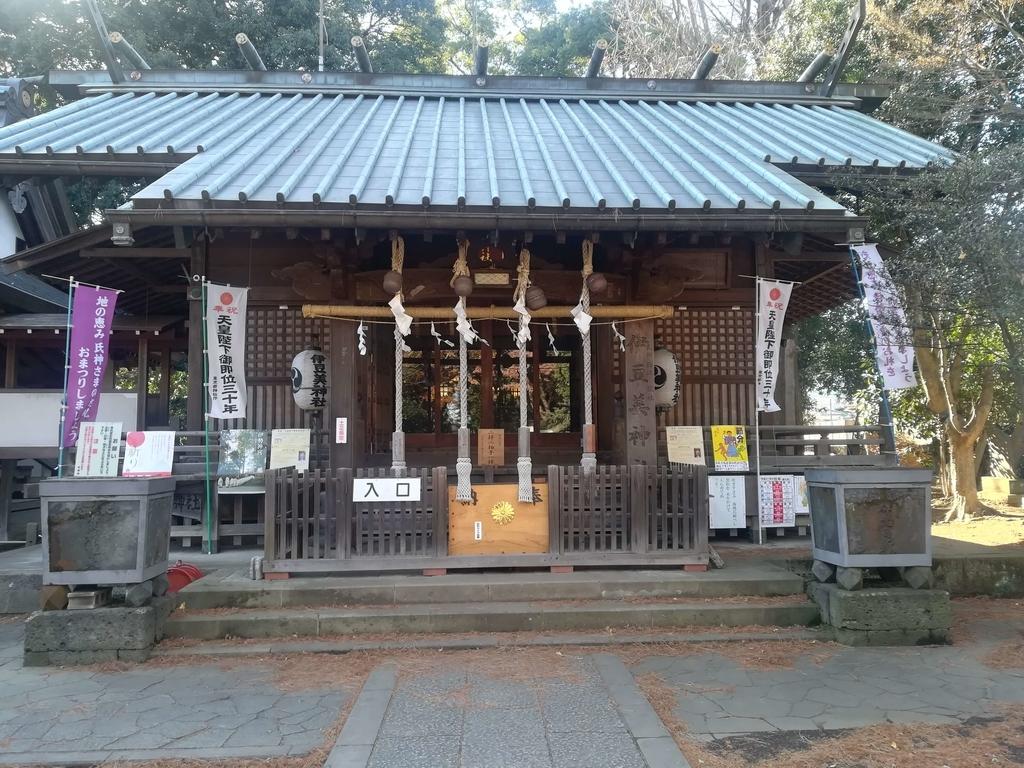 狛江の伊豆美神社の境内