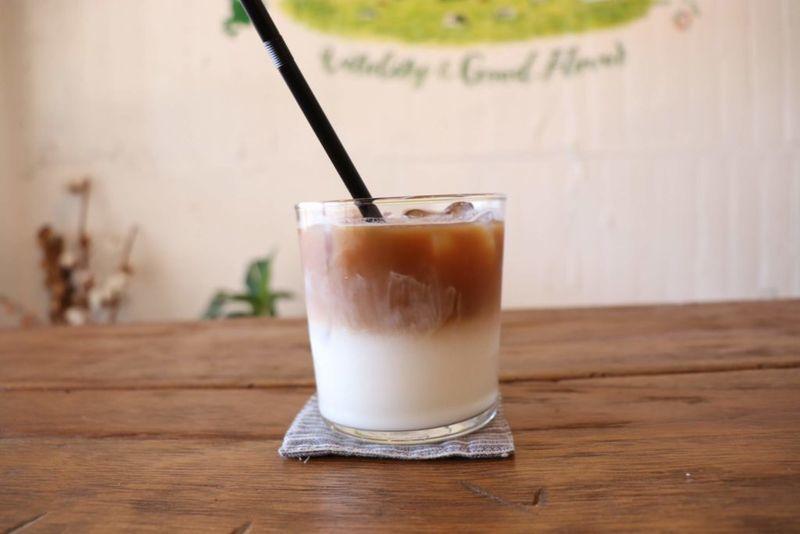 山本牛乳店のカフェラテ