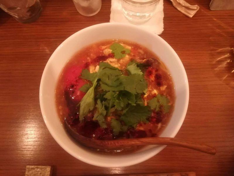 花梨と小虎のトマトの黒酢のとろみ酸辣湯麵(パクチー入り)