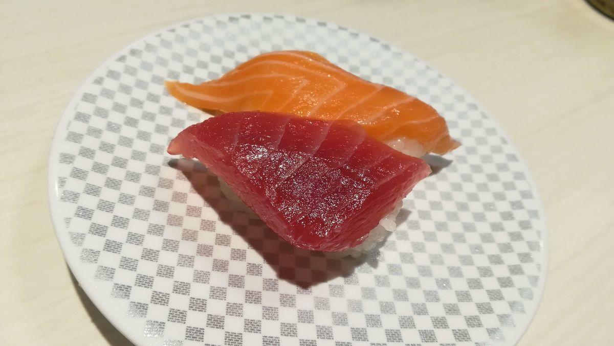 魚べいのまぐろ・サーモン合い盛り