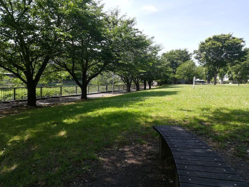 野川緑地広場