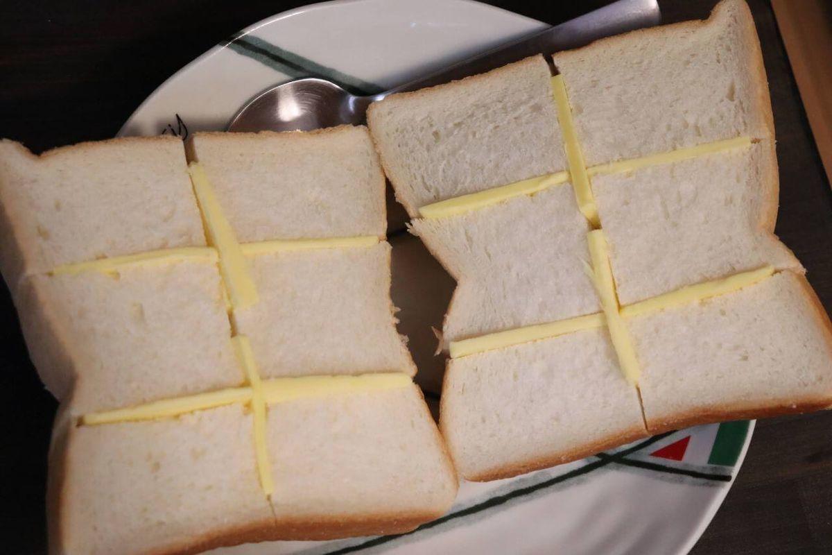 トーストにバターをしみこませる方法