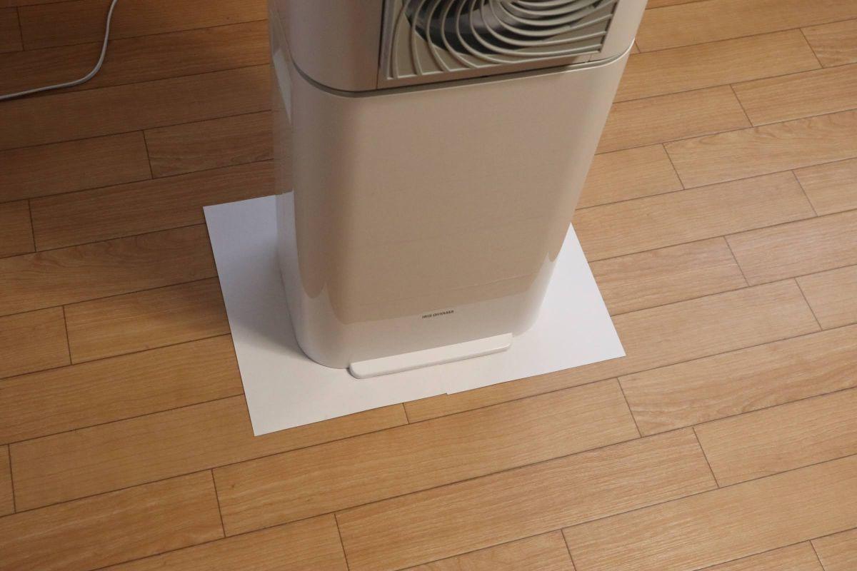 アイリスオーヤマの「サーキュレータ衣類乾燥除湿器 IJD-I50」の奥行きと横幅を表現した画像2