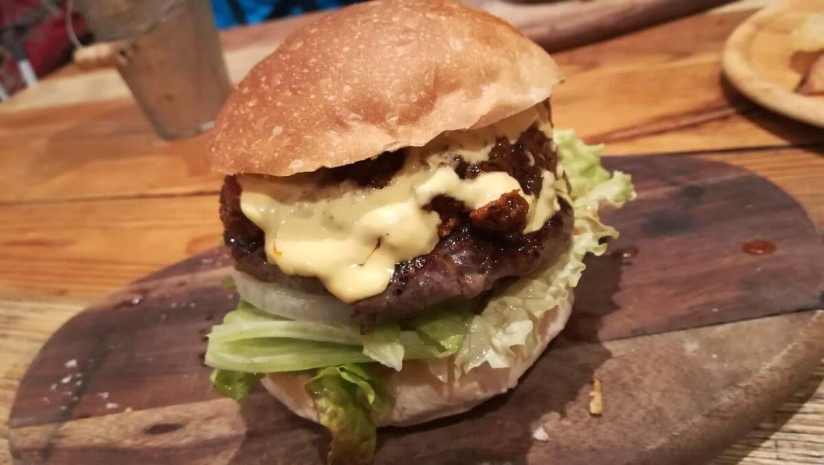 三鷹BUTABAKOのハンバーガー