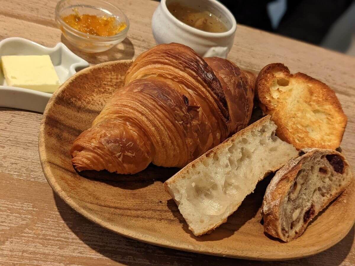 カタネベーカリーのモーニング。パリの朝食セット