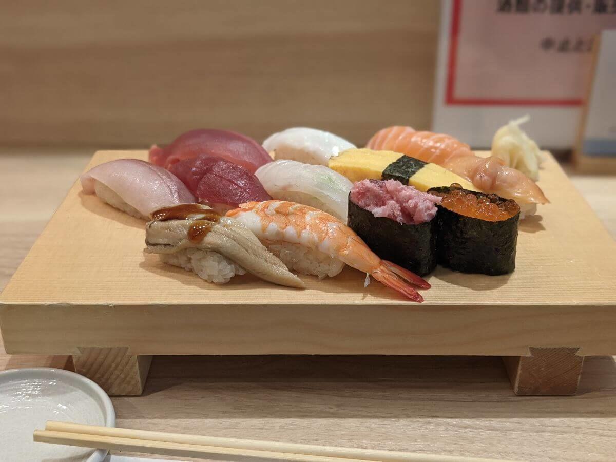 立川の魚力鮨のランチ10貫
