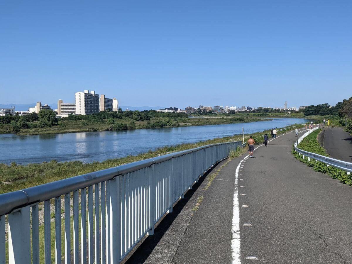 狛江の多摩川河川敷
