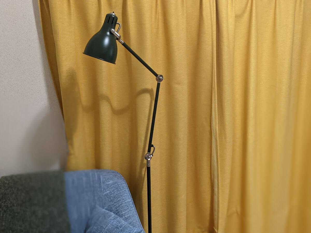 IKEAのフロアランプ「アーロード」の写真