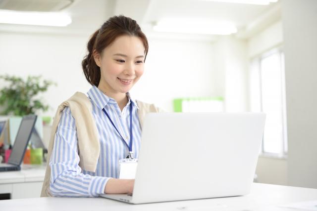 仕事中に57%の人がこっそりインターネット通販を楽しんでいる!?