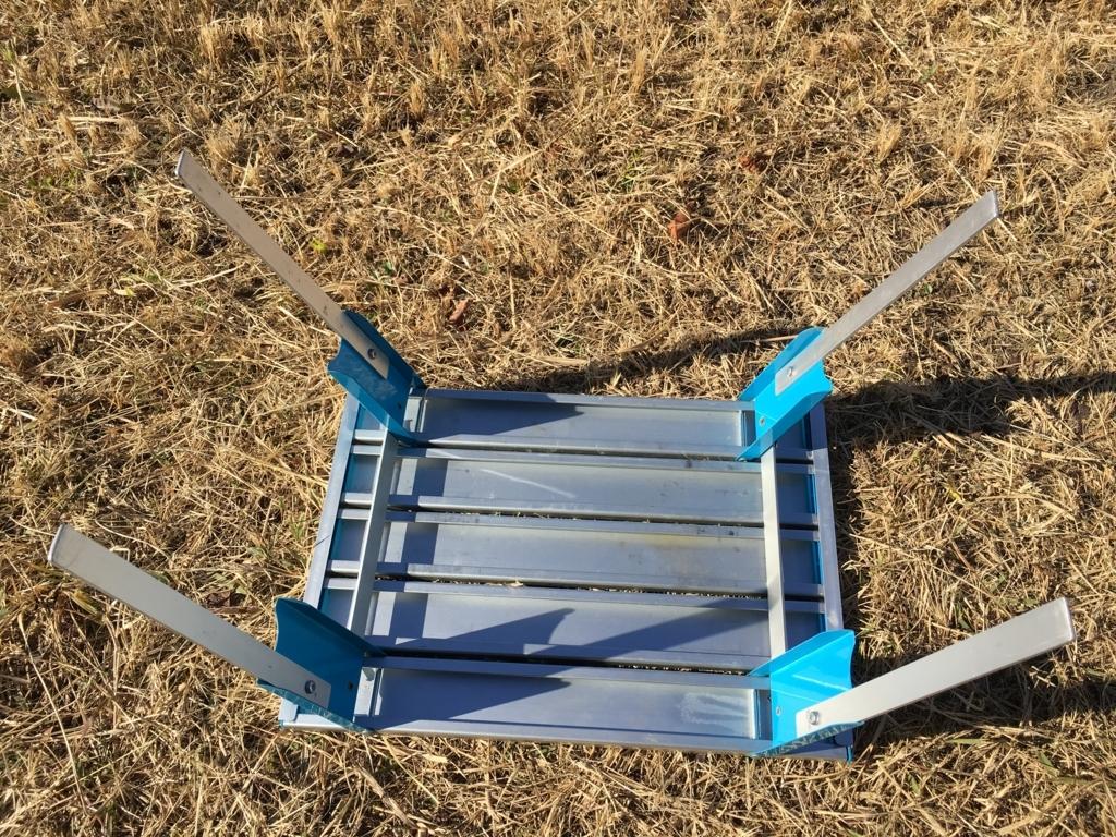 アルミロールテーブルを改造して、あしを長くしてテーブルを高くし、使いやすくします