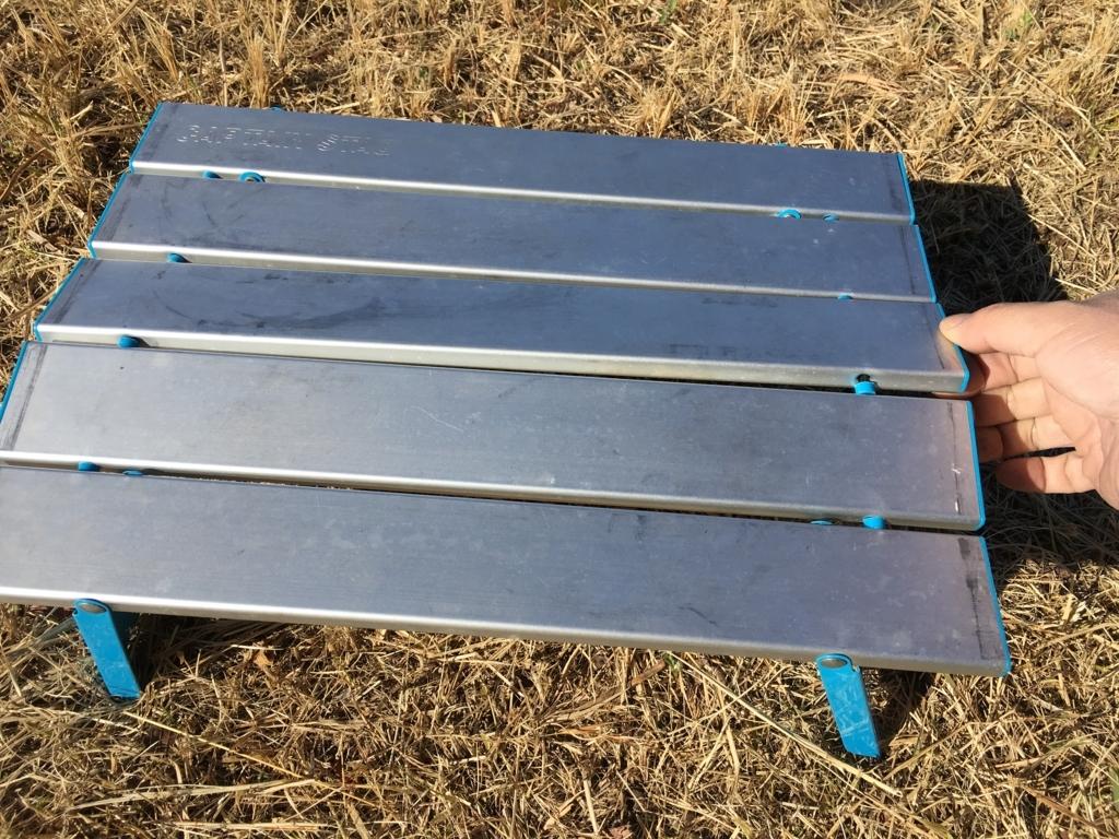 アルミロールテーブルが、手で運ぶと変形するので、改造します