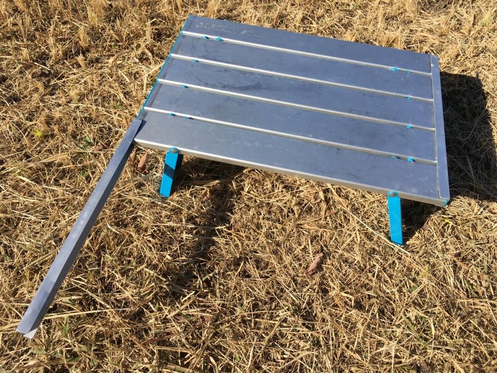 不安定なアルミロールテーブルの改良DIY