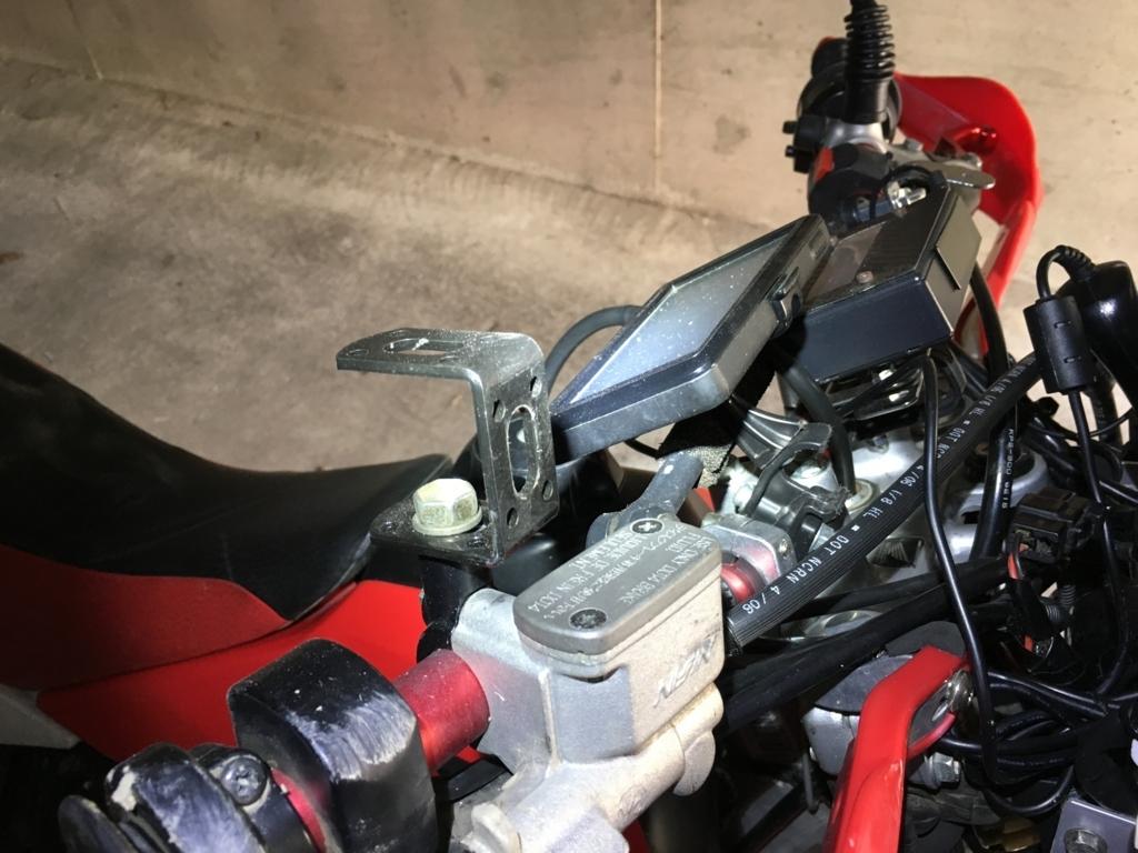 オフロードバイクの壊れたミラーの暫定処置