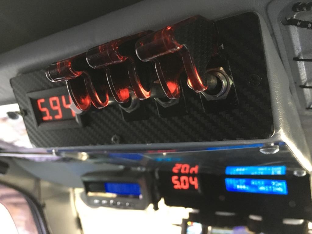 JB23ジムニー 3連ミサイルスイッチを車の天井にコクピット風に取付