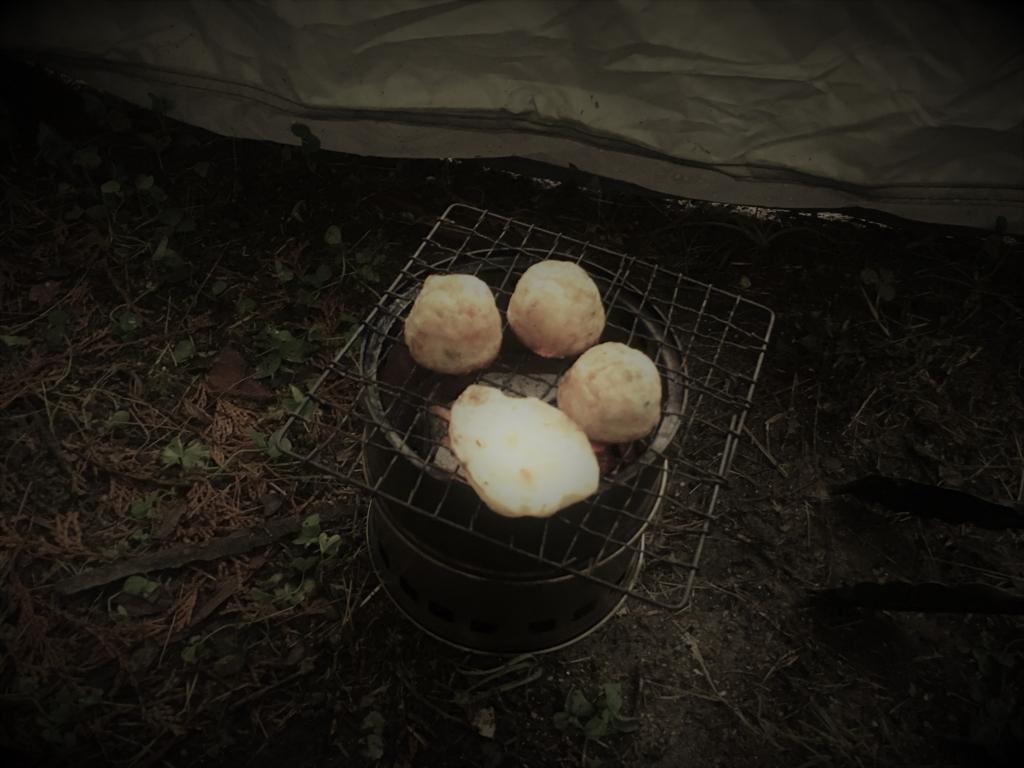 ソロキャンプにてウッドストーブでたこ焼きを焼く