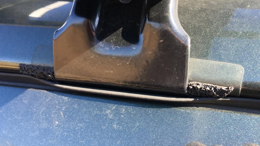 ルーフキャリア取付時に車の車体とドアの間のゴムにできる隙間対策