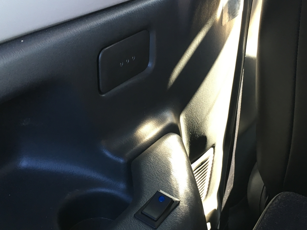 JB23ジムニーの室内灯を青色LED化 ①