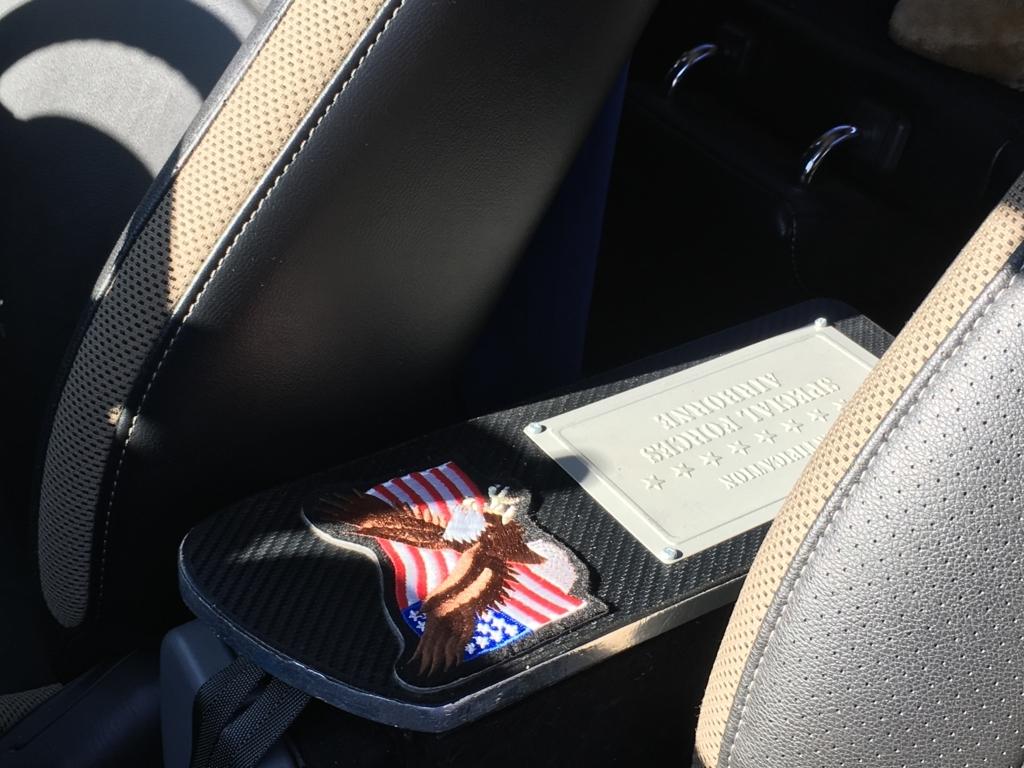 シフトチェンジの邪魔にならない軽自動車用アームレストを自作(JB23ジムニー)