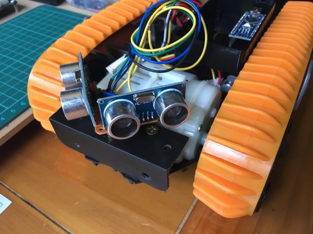 トイラジコンの後ろ側に超音波センサー2個を装着。自動走行ロボット化計画
