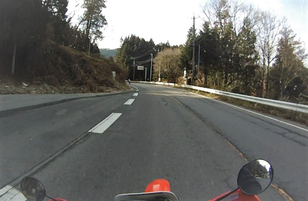 安全に楽しく走るライン取りについて、長くバイクに乗り続けるために考えてみます。