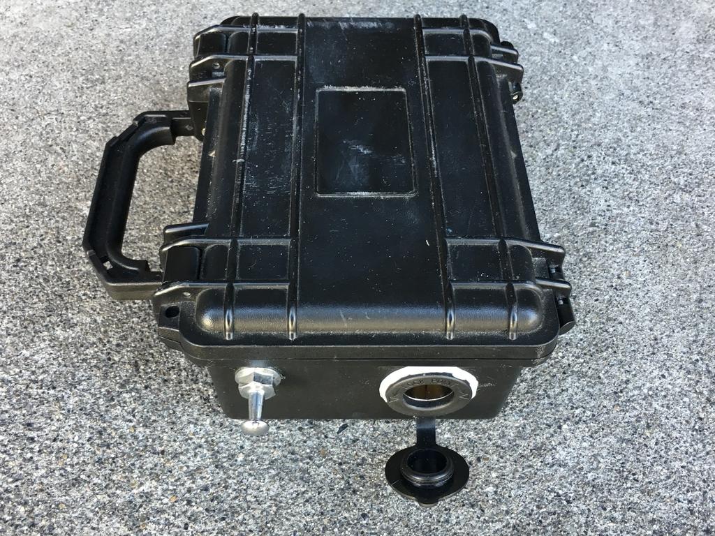 truscoのケースに12Vソケットをつける