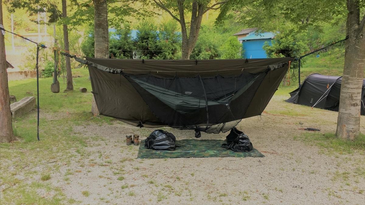 暑さをしのげるハンモックでのキャンプ泊