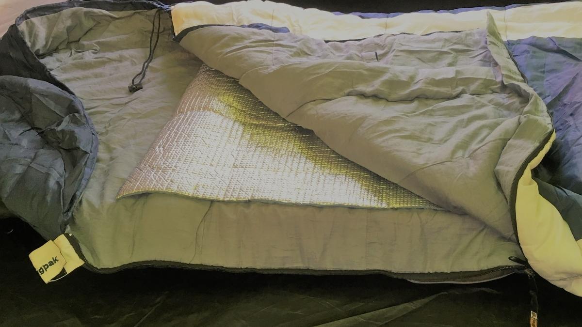 ハンモックで使う寝袋の中に銀マット