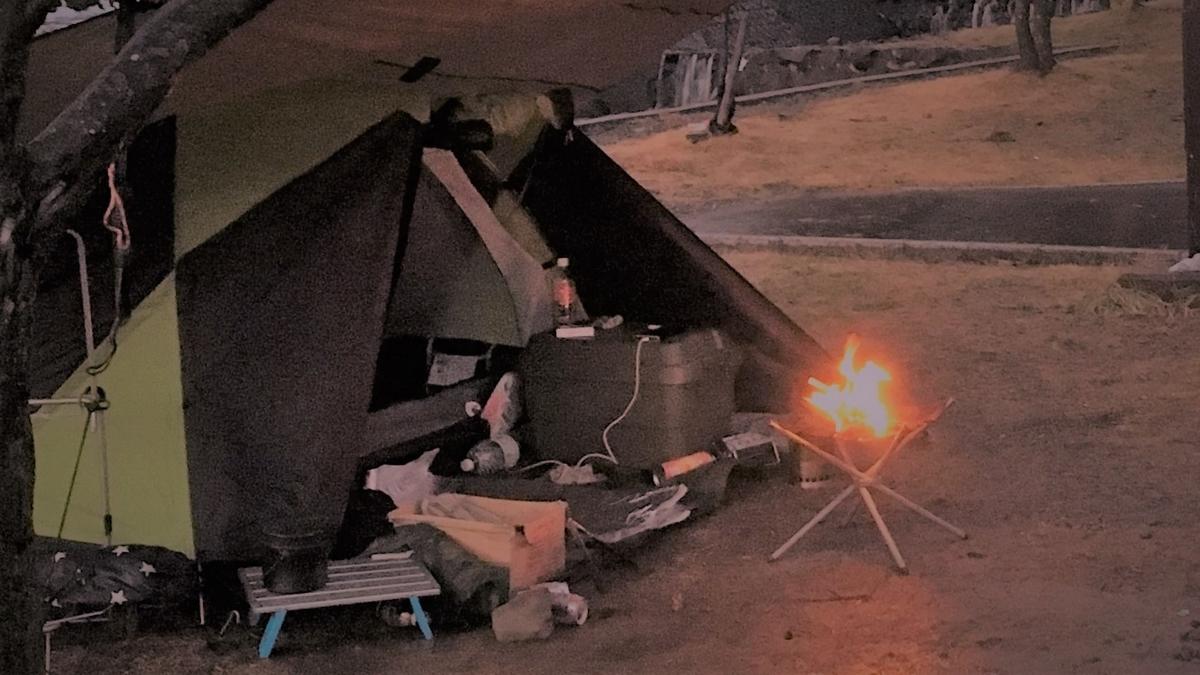 テントと焚火台の位置関係