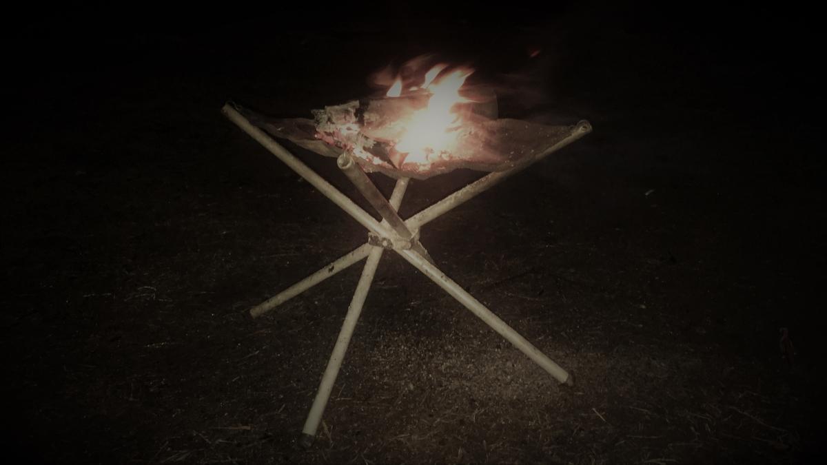 しっかりとした脚の焚き火台