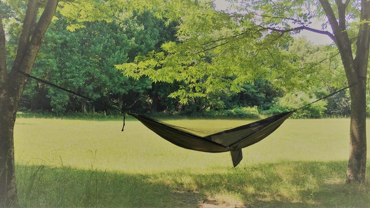 ハンモックで手軽にソロキャンプをしてみましょう。Lenzaiの進化したハンモック