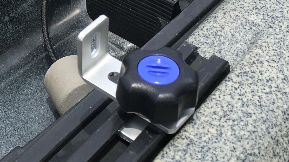 カヤックのレールシステムは、ステンレスとアルミで錆対策を