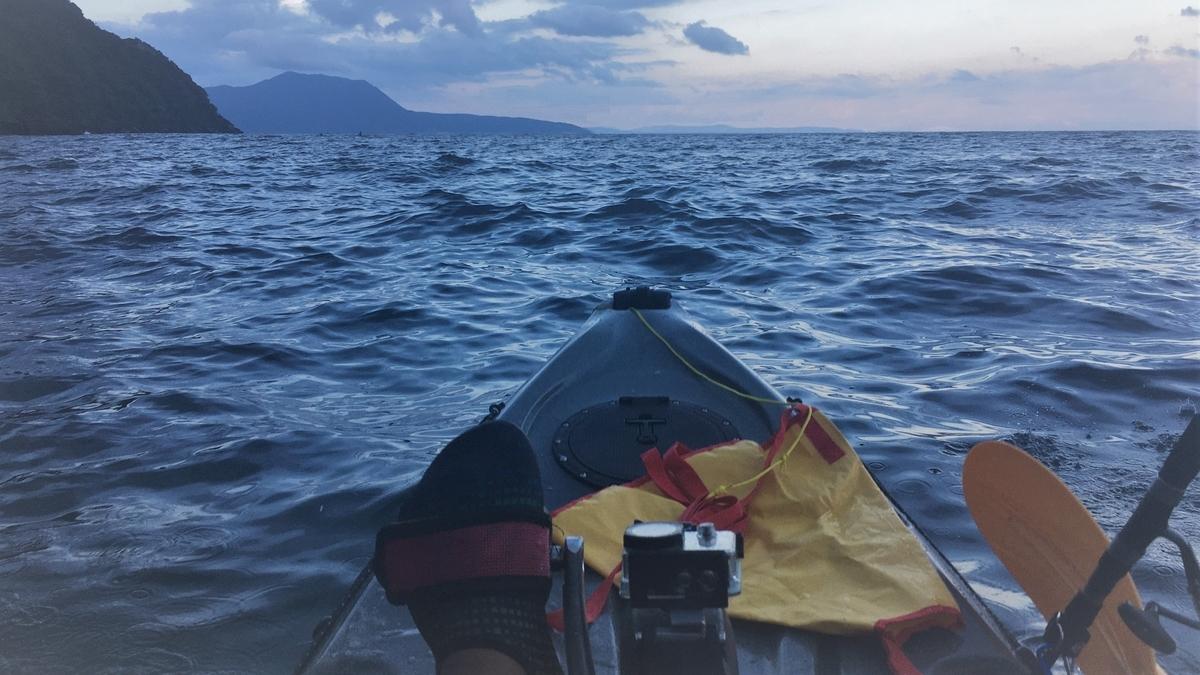 風は強めですが、中潮でのお魚調査をカヤックで始めます