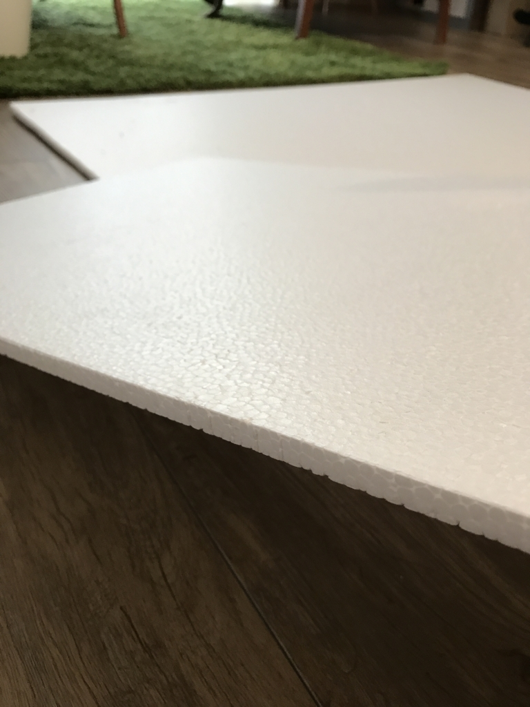 DIY・発泡スチロールレンガの壁・厚み