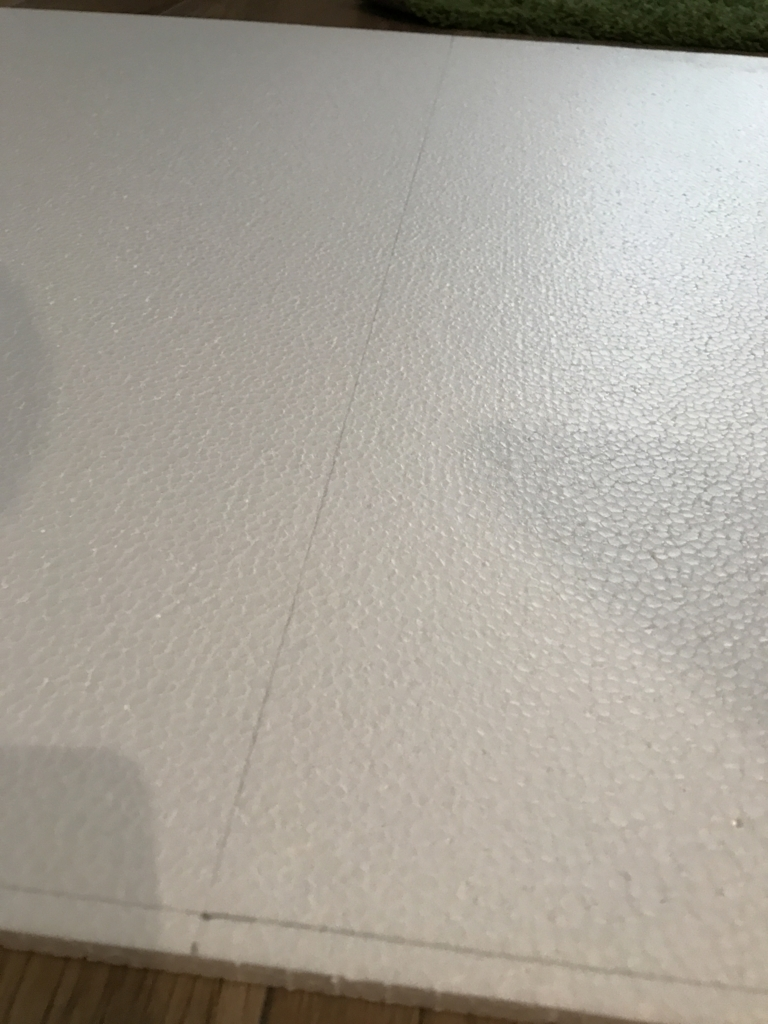 DIY・発泡スチロールレンガの壁・線引き