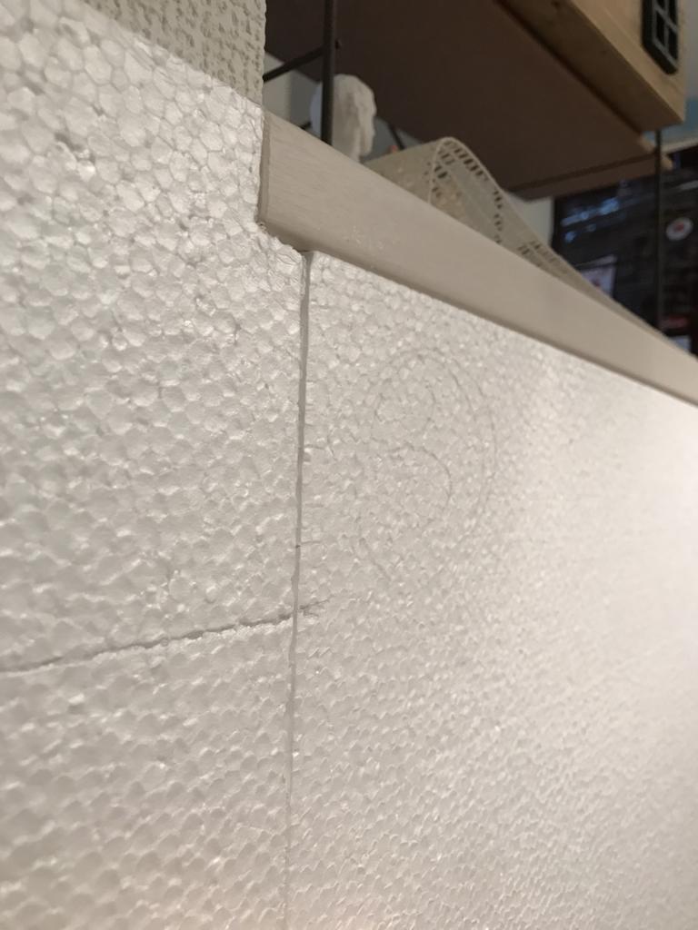 DIY・発泡スチロールレンガの壁・はめる