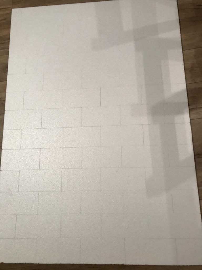 DIY・発泡スチロールレンガの壁・網目線引き