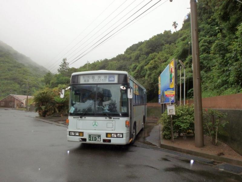 ホテル佐多岬で発車を待つバス