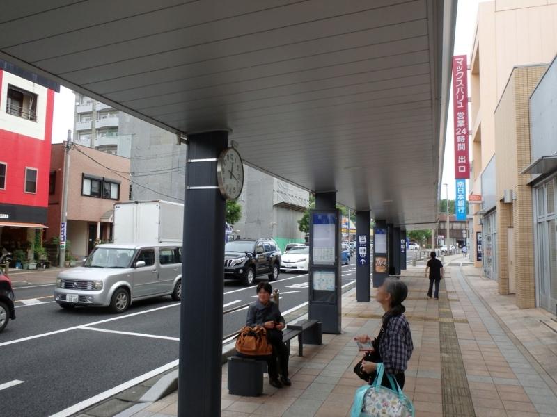昼下がりの鹿屋バス停