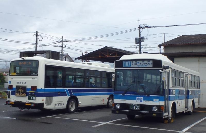 左側のバスがこれから乗る車両