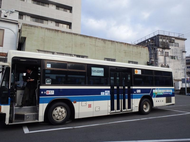 高千穂BCに到着したバス。ヤマトのステッカーや「すみません回送中です」が確認できる。