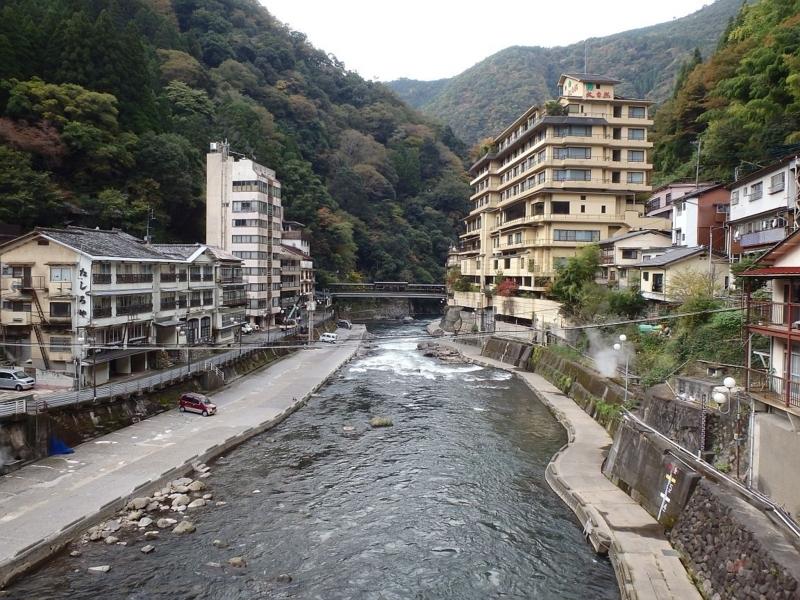 杖立橋より杖立川下流を望む